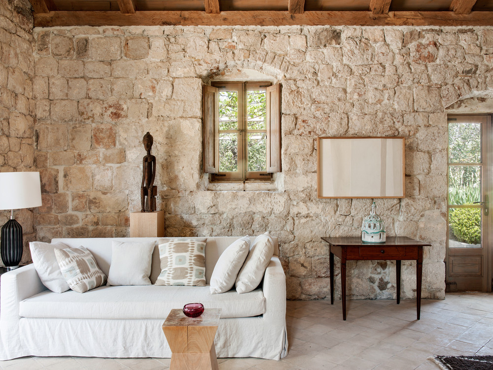 They Made It A Refuge With Almost Monastic Decoration, Where The Raw Walls  Are Magnified By The Landscape And The View On The Adriatic.