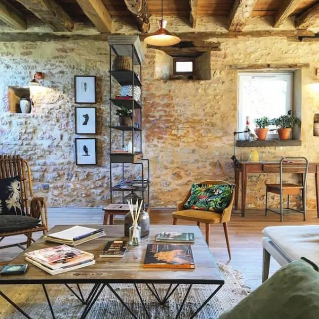 Une maison en pierres à la décoration contemporaine