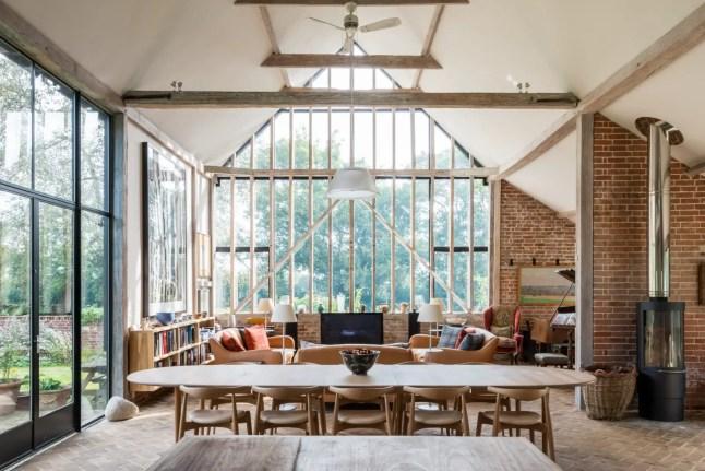 Style loft pour une grange vitrée dans le Suffolk