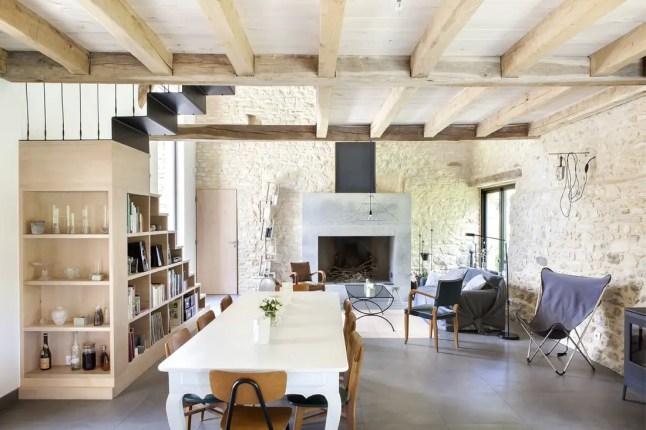 Une grange en pierres sèches rénovée en Dordogne