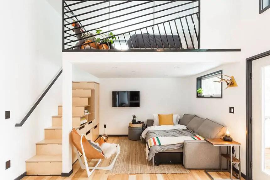 Une grande cuisine ouverte dans une tiny house à l\'intérieur design ...