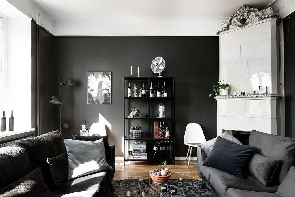 Oseriez-vous les murs noirs chez vous, comme dans cet appartement?