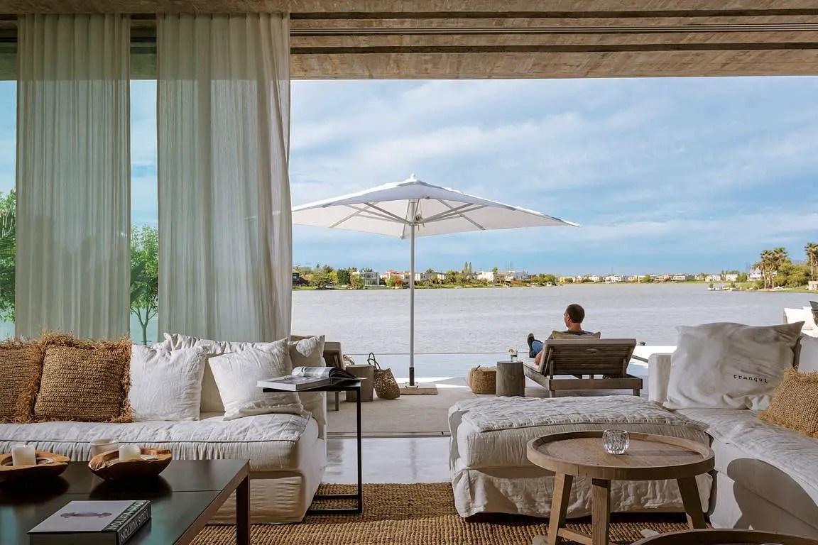 Une maison d'architecte transparente pour profiter de la vue sur la lagune