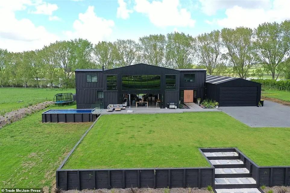 Cette maison container familiale est faite de 12 modules recyclés - PLANETE DECO a homes world