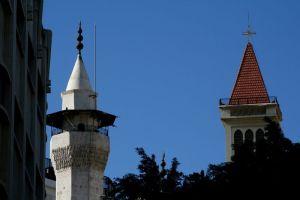 Iglesia junto a una mezquita