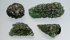 méditer avec les pierres Moldavite Damburite Hidénite