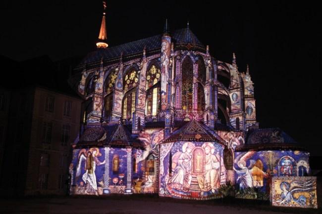 L'Eglise Saint Pierre illuminée dans le cadre de Chartres en Lumières