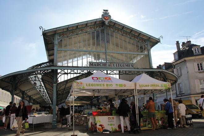 Le marché aux légumes de la place Billard à Chartres