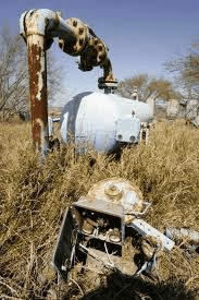 Abandoned gas well. (Image Credit: Creative Commons)
