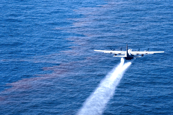 Plane spraying dispersant over an oil spill (Image: WikiMedia Commons)