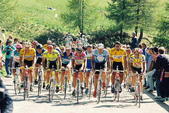 Riders in the 1991 Giro d'Italia climbing Sestriere on stage 13, Savigliano-Sestriere. (Image: WikiMedia Commons)