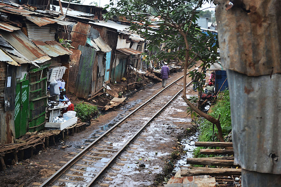 Railroad tracks passing through Kibera. (Image Credit: Thomas Jessica / Flickr)