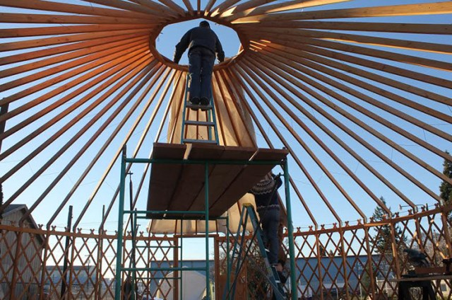 A yurt provides a common space in Opportunity Village. (© SquareOne Villages)