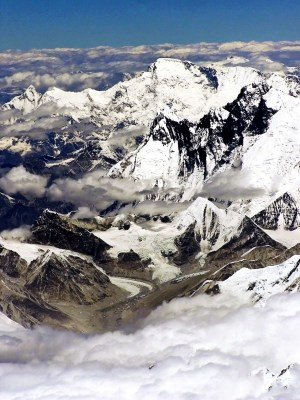 Himalayas, on the southern rim of the Tibetan plateau. (Photo Credit: Ignat, CC BY 2.5)