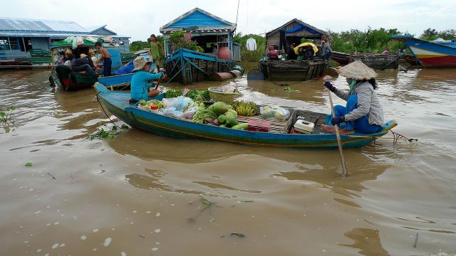 The floating village, Tonle Sap lake, near Siem Reap, Cambodia. (Photo Credit: David Sim via WikiMedia Commons)