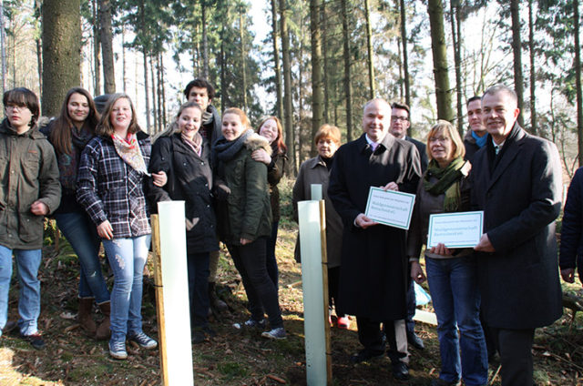 """Even teenagers love the forest. (Photo: The signs read: """"This forests belongs to the members."""" (Photo: Waldgenossenschaft Remscheid eG)"""