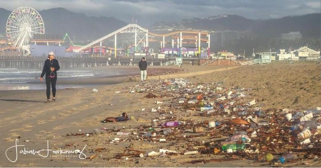 Plastic pollution litters a beach in the famously eco-conscious city of Santa Monica, California on Monday, November 21, 2016. (Photo: Fabian Lewkowicz)