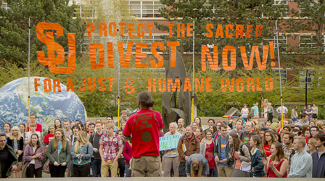 A divestment event at Seattle University. (Photo: Backbone Campaign / Flickr)