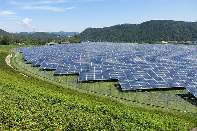 Aikawa Solar Power Plant in Aikawa Town, Kanagawa Pref., Japan. (Photo: Wikimedia Commons)