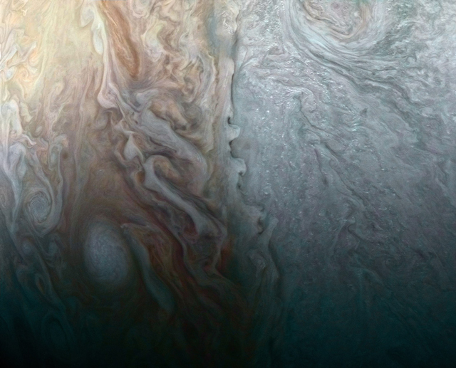 A collision of atmospheric elements above the surface of Jupiter. (Photo: NASA / JPL)
