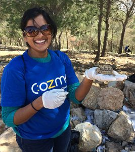 An exotic find: A tiny turtle made her appearance once Pratima had freed a rock crevice from garbage. (Photo: Dana Ritzmann / FUTURE PERFECT)