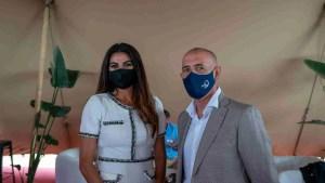 Nuria Rodríguez Cubero y Mario Jiménez (Alcalde de Manilva)