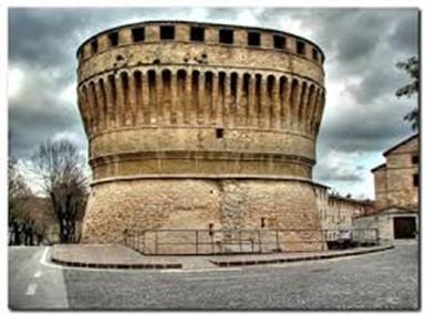 Cagli Torrione della Rocca (fonte www.lemarchediurbino.it)