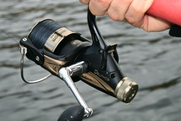 Grauvell Delphos BR-Z3500 fixed spool reel handle and drag