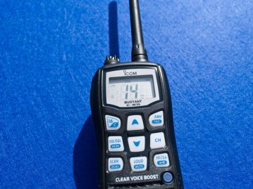 Icom IC-M35 VHF Transceiver screen and buttons