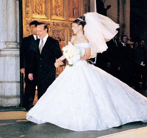 Thalia Wedding Dress Tail Www Pixshark Com Images