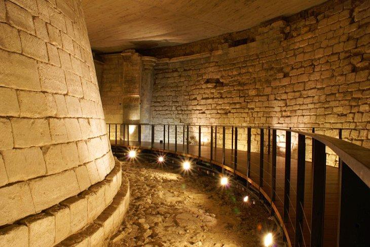 Resultado de imagem para tour virtual louvre Remains of the Louvre's Moat