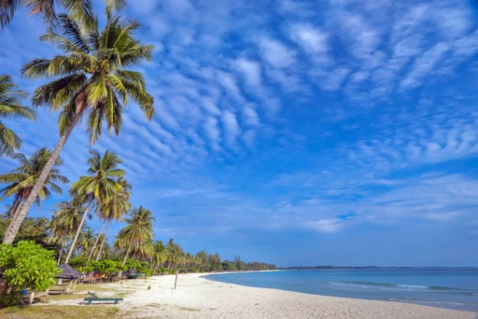 12 Best Beaches In Indonesia Planetware