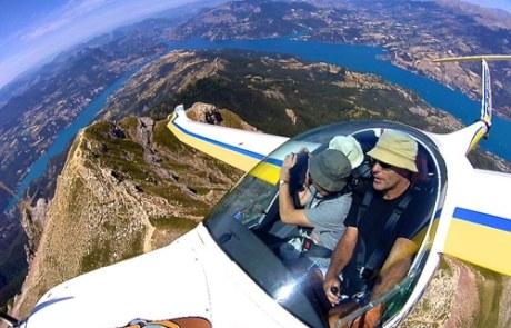 planeur en vol Lambada et lac de Serre Ponçon