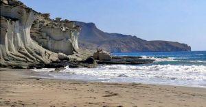 Cala y playa de Enmedio
