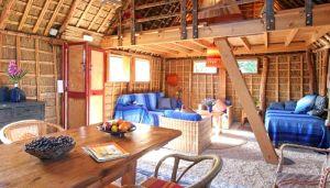 Casas depaja y madera Karen