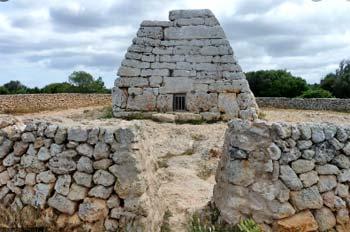 Naveta de Tudons, en Menorca