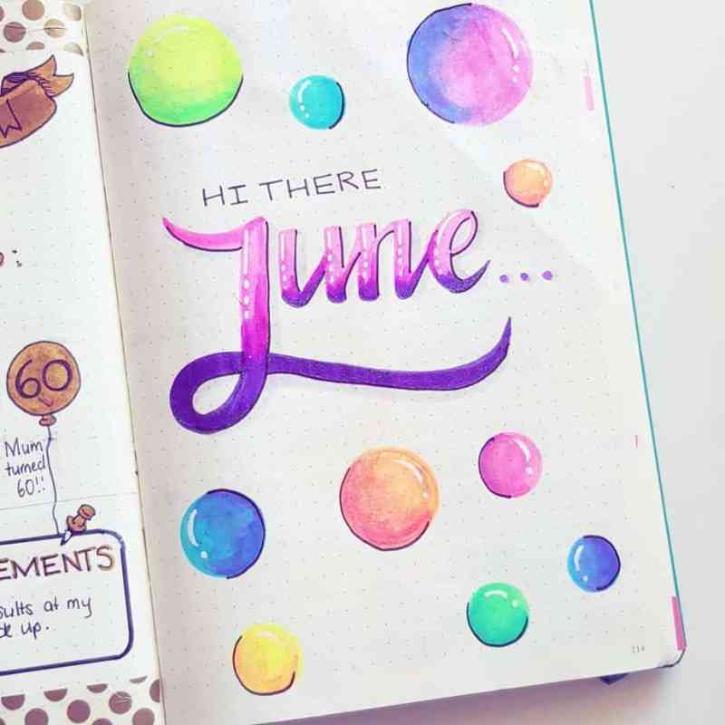 @bujo.brookie created this funky, geometric theme! I love the colored bubbles. The shading gives the bubbles a 3D appearance, too! Geometric themes truly are perfect for any month. These would make pretty Christmas ornaments, too, if you wanted to use it for December!