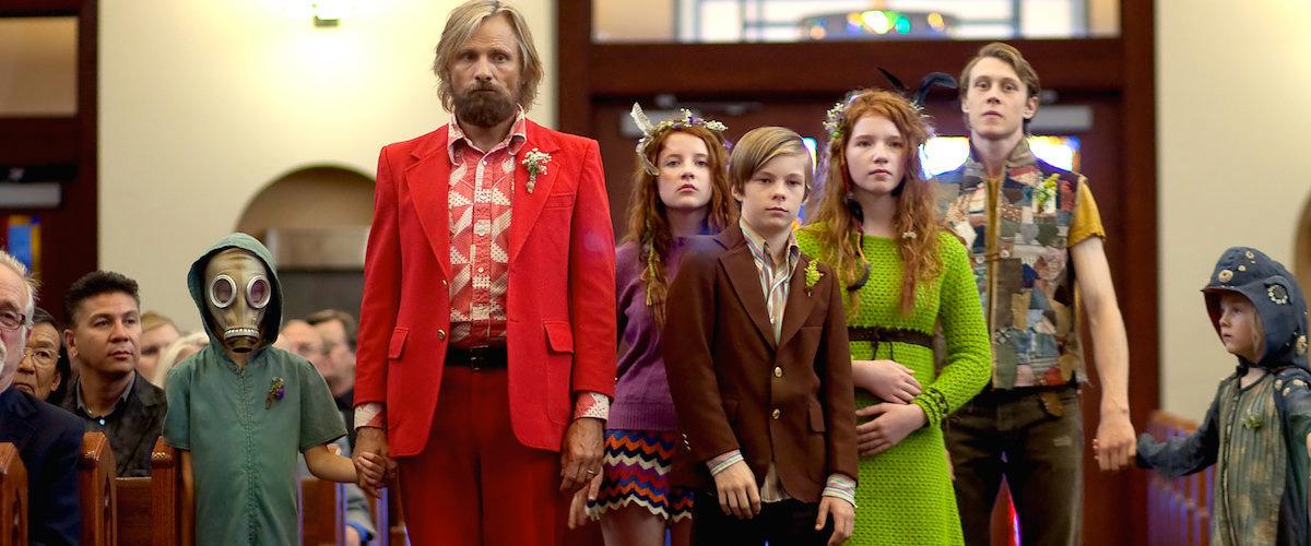 Imagem de Capitão Fantástico com o protagonista de Viggo Mortensen a frente de sua família