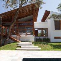 Casa de campo de madera y hormigón de 280 metros cuadrados