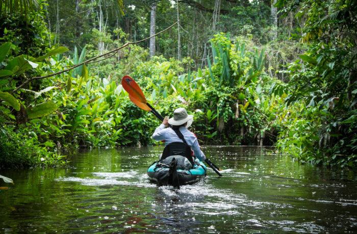 amazon-kayaking-tour-kayak-couple-H1