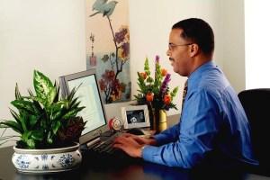 flores-y-plantas-en-la-oficina