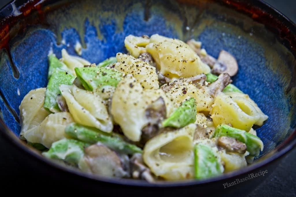 Creamy vegan garlic sauce with pasta and vegetables