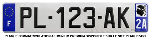 plaque d'immatriculation dont le numéro se trouve sur le certificat d'immatriculation