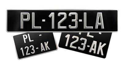 Différentes tailles pour la plaque noire des véhicules de collection