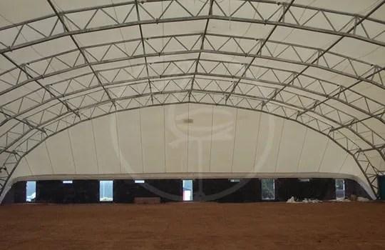 Netzartige Zeltkonstruktion aus Stahl
