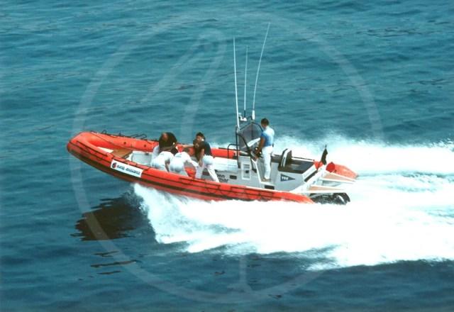 Embarcation semi-rigide de 8,50 mètres, motorisée par propulsion jet