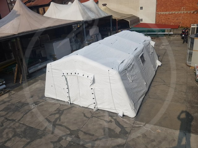 SELF ERECTING TENT