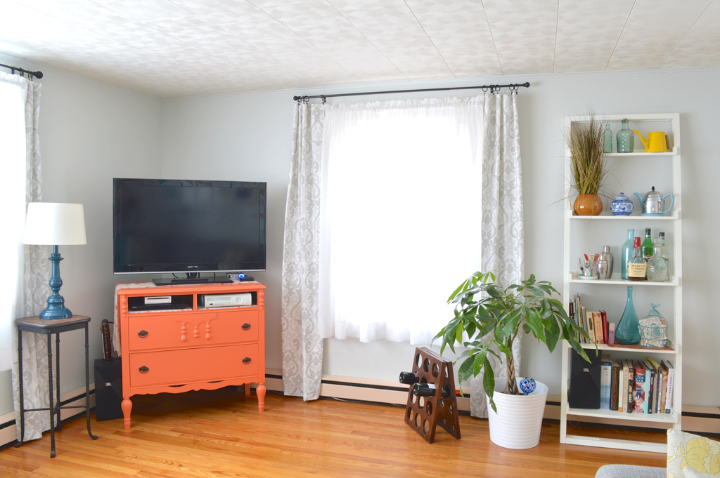 Light and bright living room makeover -- Plaster & Disaster