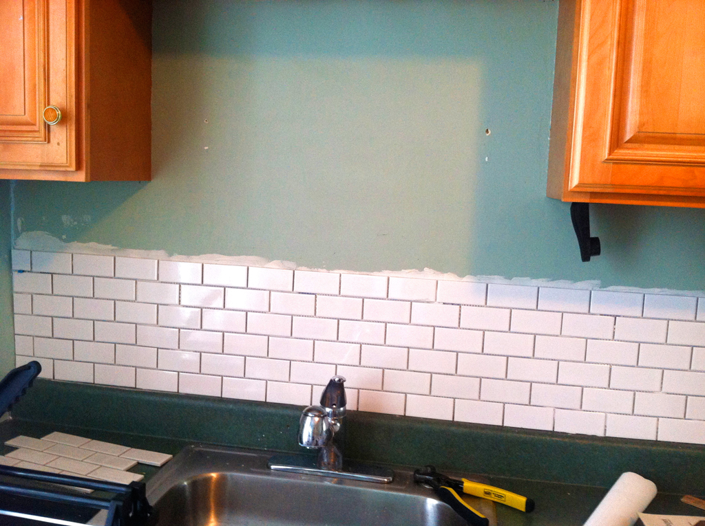 Tiling a kitchen backsplash -- Plaster & Disaster