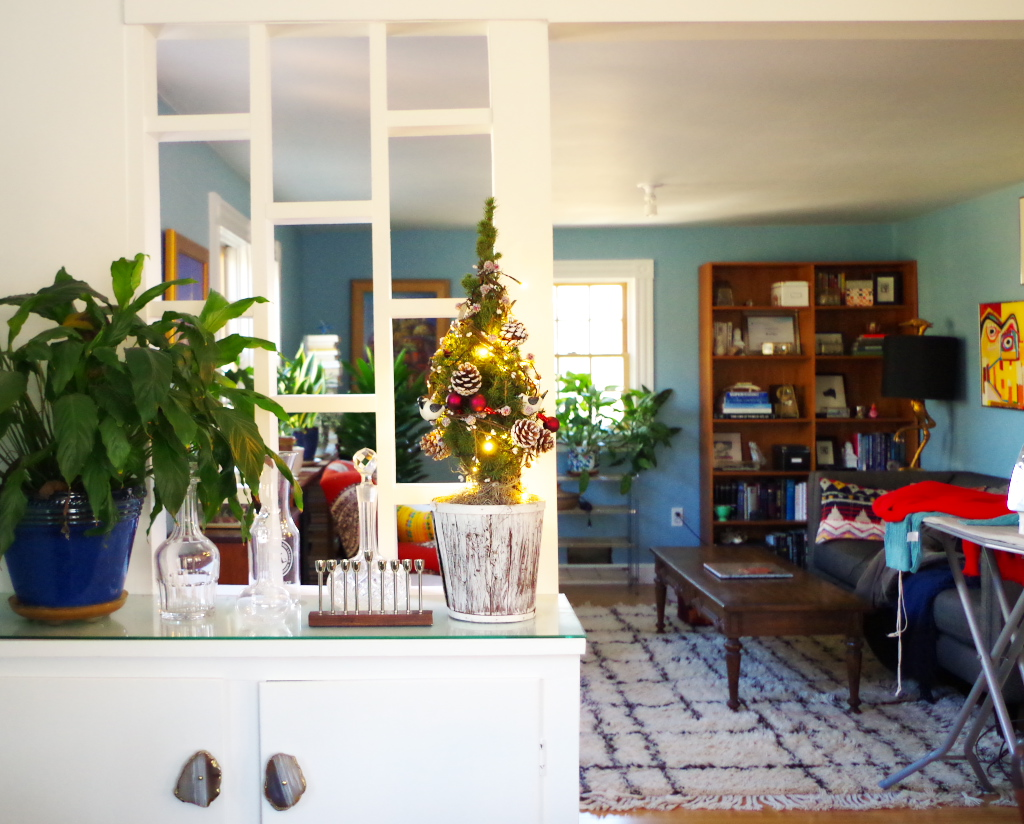 Real Holiday Home Tour - Holdiay decorations and mess - Plaster & Disaster